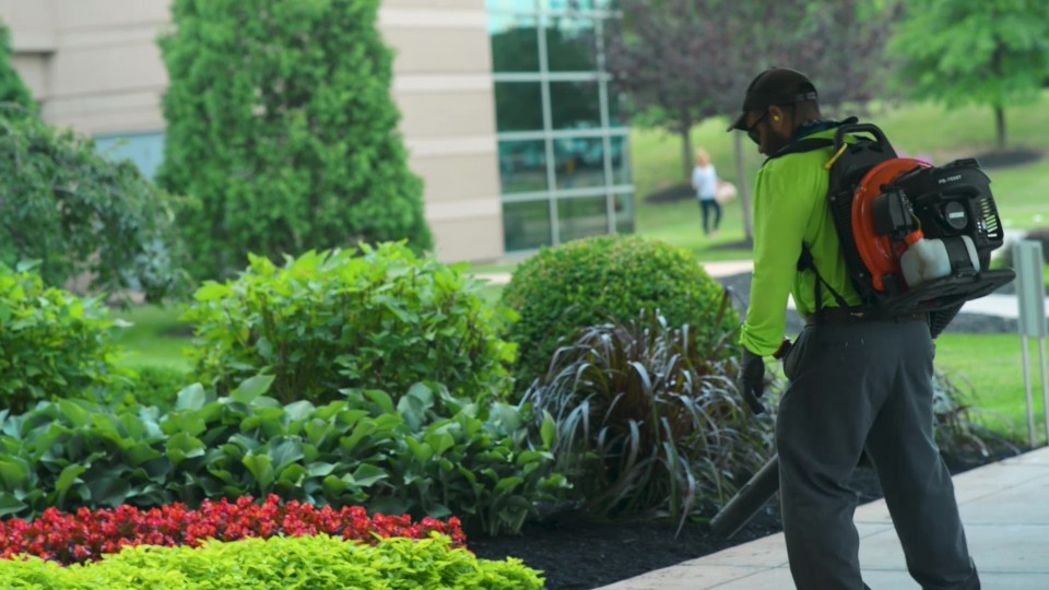 Full Service Commercial Grounds Maintenance For Cincinnati Dayton And Northern Cky